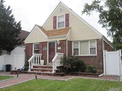New Hyde Park NY Single Family Home For Sale: $649,999