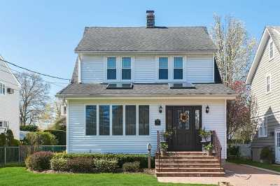 Rockville Centre Single Family Home For Sale: 130 Cedar Ave