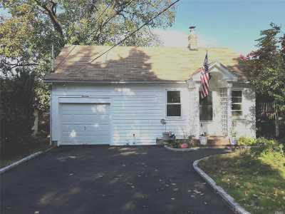 Huntington Single Family Home For Sale: 13 Klaffky Ct