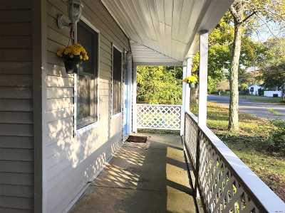 Center Moriches Single Family Home For Sale: 20 Bernstein Blvd
