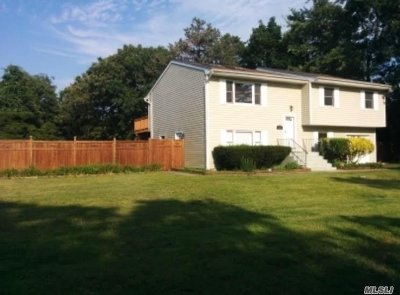 Selden Single Family Home For Sale: 257 N.bicycle Path