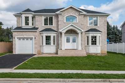 Syosset Single Family Home For Sale: 78 Georgia Dr