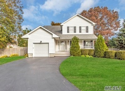 Lake Ronkonkoma Single Family Home For Sale: 11 Ardito Ct
