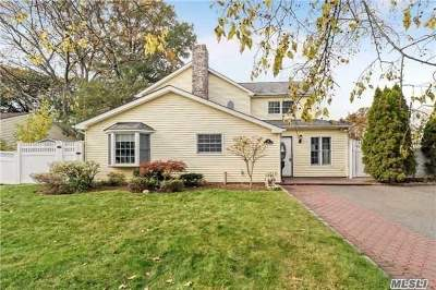 Syosset Single Family Home For Sale: 31 Southwood Cir