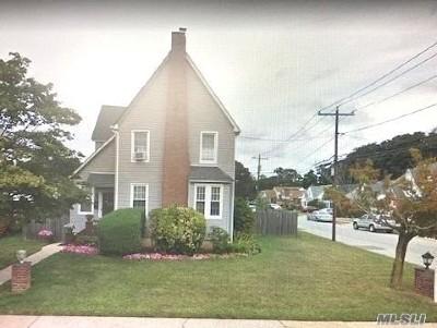 Roosevelt Single Family Home For Sale: 53 Dutchess St