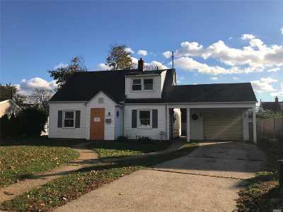Levittown Single Family Home For Sale: 59 Farm Ln