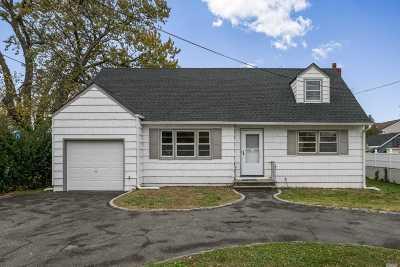 Oceanside Single Family Home For Sale: 2537 Oceanside Rd