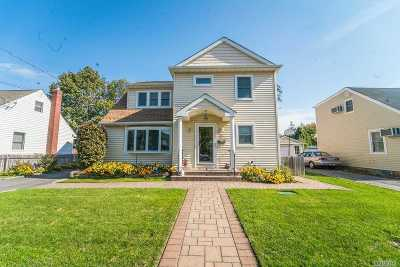 Hicksville Single Family Home For Sale: 76 Cortland Ave