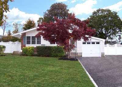 Commack Single Family Home For Sale: 25 Havemeyer Ln