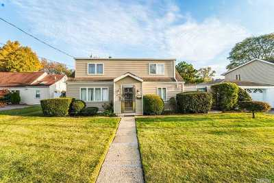 Hicksville Single Family Home For Sale: 18 Libby Ave