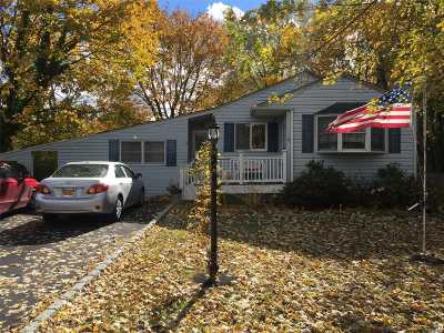 Bay Shore NY Single Family Home For Sale: $329,999