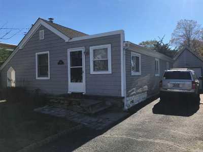 Lindenhurst Single Family Home For Sale: 207 E Santa Barbara Rd