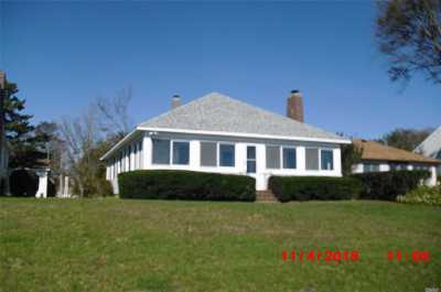 Jamesport Single Family Home For Sale: 1400 Peconic Bay Blvd