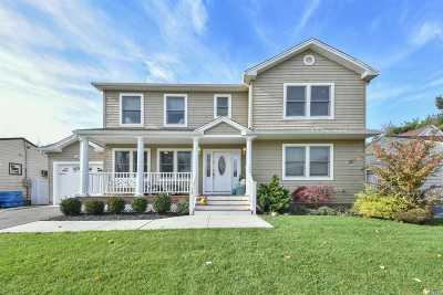 Plainview Single Family Home For Sale: 15 Karen Ave