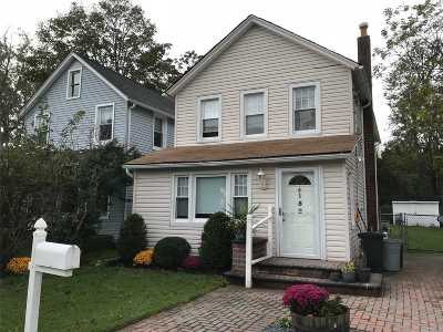 Patchogue Single Family Home For Sale: 152 Rider Ave