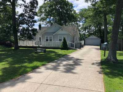 East Islip Single Family Home For Sale: 106 Shinnecock Ln