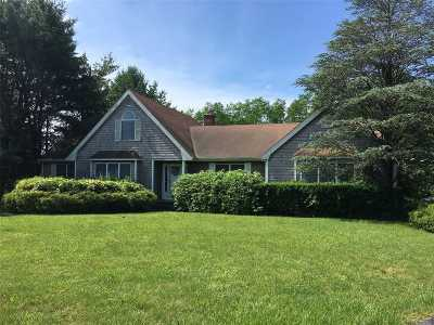 Manorville Single Family Home For Sale: 4 Oxford Ct