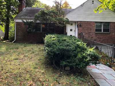 Great Neck Single Family Home For Sale: 136 Baker Hill Rd