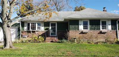 West Islip NY Single Family Home For Sale: $409,000