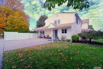 Levittown Single Family Home For Sale: 44 Potter Ln