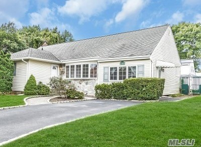 Bethpage Single Family Home For Sale: 461 W Farm Ranch Rd