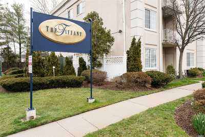 Westbury Condo/Townhouse For Sale: 54 School St #225