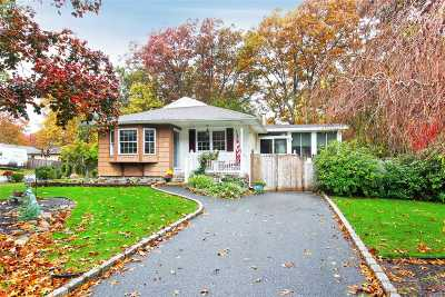 Manorville Single Family Home For Sale: 70 Ozone St