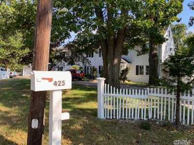 Smithtown Single Family Home For Sale: 425 Landing Ave