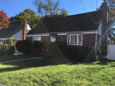Uniondale Single Family Home For Sale: 574 Macon Pl