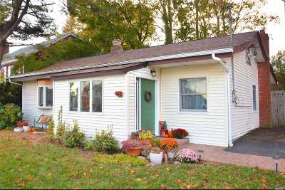Northport Single Family Home For Sale: 341 Waterside Rd