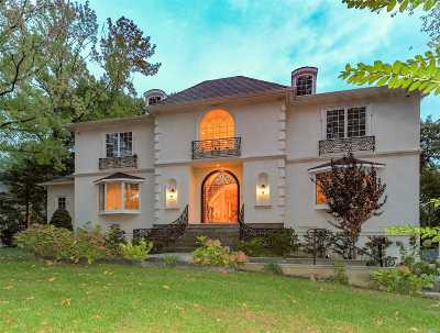 Great Neck Single Family Home For Sale: 60 Nassau Dr