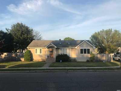 Hicksville Single Family Home For Sale: 87 N Fordham Rd