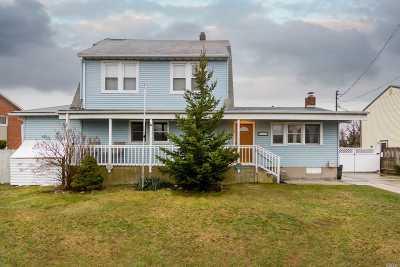 Lindenhurst Single Family Home For Sale: 315 6th St
