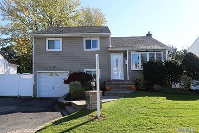 Plainview Single Family Home For Sale: 14 Nautilus Ave