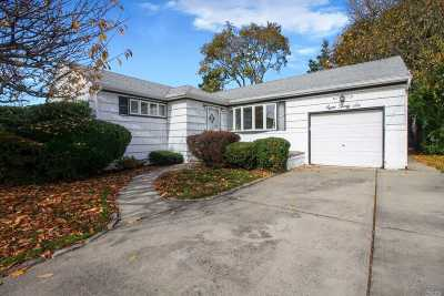 Franklin Square Single Family Home For Sale: 836 Cornell Rd
