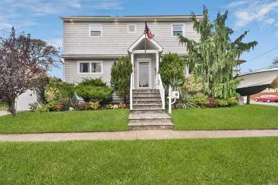 Lindenhurst Single Family Home For Sale: 112 E Granada Ave