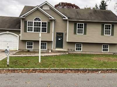 Ronkonkoma Single Family Home For Sale: 35 Lake Shore Dr