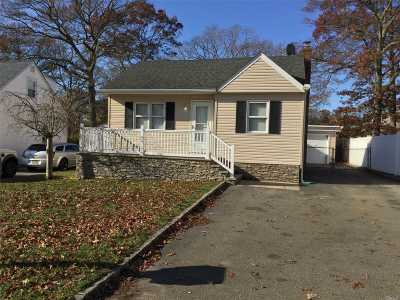 Farmingville Single Family Home For Sale: 436 Blue Point Rd