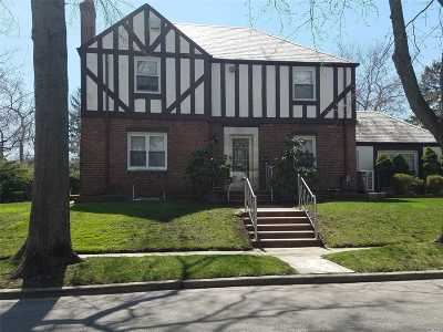 Valley Stream Single Family Home For Sale: 17 Woodland Rd