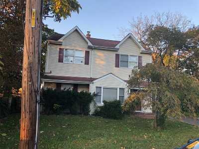 Patchogue Single Family Home For Sale: 61 Vernon St