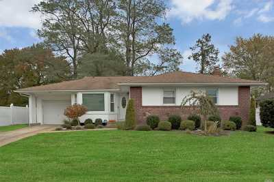 Plainview Single Family Home For Sale: 4 Gainsville Dr