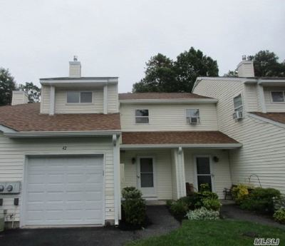Manorville Condo/Townhouse For Sale: 42 Ava Ct