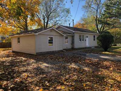 Central Islip  Single Family Home For Sale: 42 Willow St