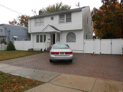 Massapequa Single Family Home For Sale: 26 Plymouth Dr