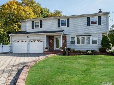 Syosset Single Family Home For Sale: 2 Hickman Ct