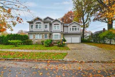 New Hyde Park Single Family Home For Sale: 4 Oak Dr