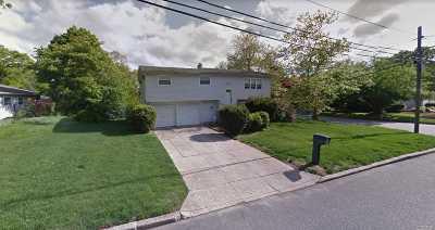 Ronkonkoma Single Family Home For Sale: 18 Huxley Ln