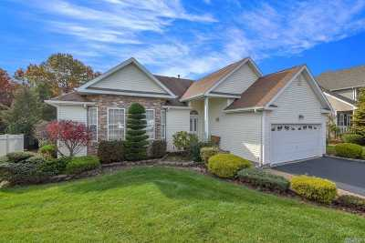 Holtsville Single Family Home For Sale: 14 Lavender Ln
