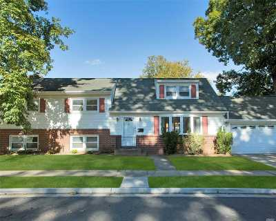 Rockville Centre Single Family Home For Sale: 5 Strathmore Ln
