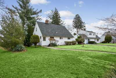 Levittown Single Family Home For Sale: 1 Mockingbird Ln